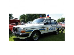 volvo-240-gl-1986-police-suede-minichamps-15517149